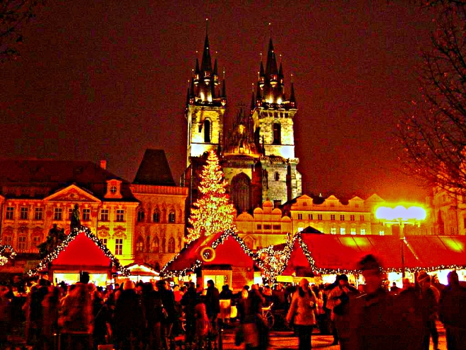 Christmas_Old_Town_Square_Prague_2007filter
